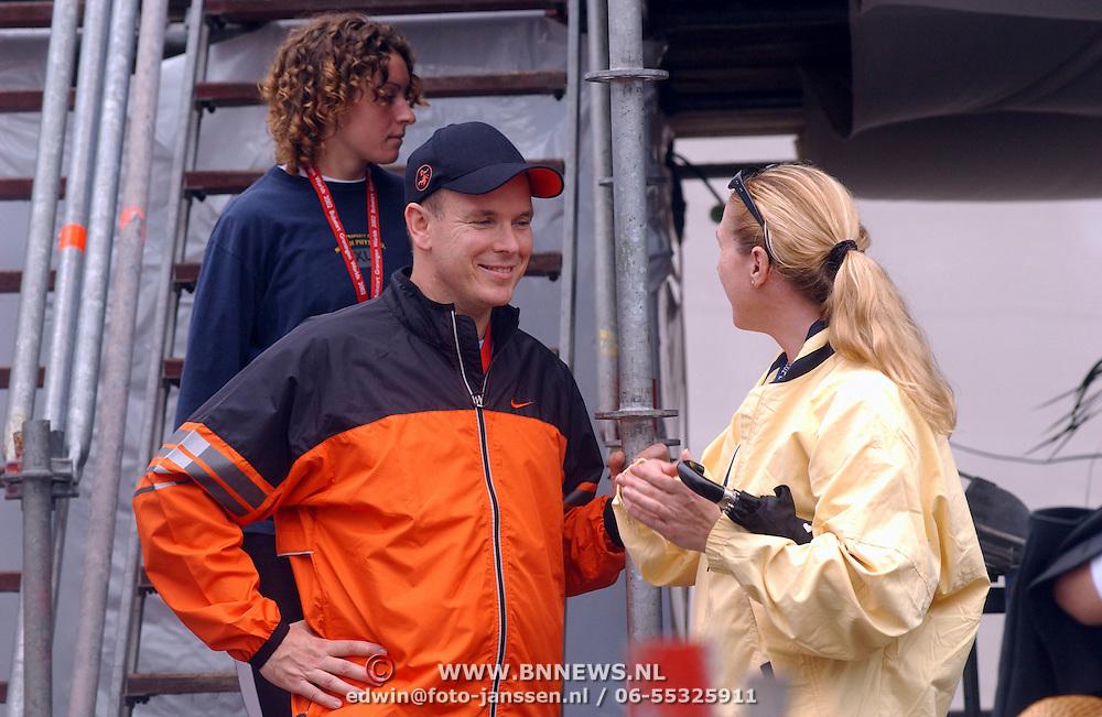 WK Bobstart Groningen, Pr. Albert Grimaldi van Monaco praat met meisje