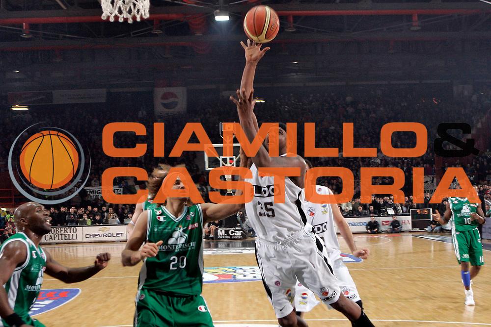 DESCRIZIONE : Caserta Lega A1 2008-09 Eldo Caserta Montepaschi Siena<br /> GIOCATORE : Ronald Slay<br /> SQUADRA : Eldo Caserta<br /> EVENTO : Campionato Lega A1 2008-2009 <br /> GARA : Eldo Caserta Montepaschi Siena<br /> DATA : 28/12/2008 <br /> CATEGORIA : Tiro<br /> SPORT : Pallacanestro <br /> AUTORE : Agenzia Ciamillo-Castoria/A.De Lise<br /> Galleria : Lega Basket A1 2008-2009<br /> Fotonotizia : Caserta Campionato Italiano Lega A1 2008-2009 Eldo Caserta Montepaschi Siena<br /> Predefinita :