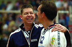 25-04-2001 VOLLEYBAL: GEOVE VREVOK - PIET ZOOMERS D: NIEUWEGEIN<br /> Rogier van Schie en Peter Blange<br /> &copy;2001-WWW.FOTOHOOGENDOORN.NL