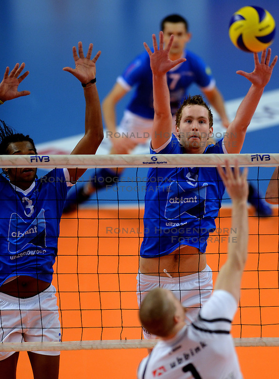 16-02-2013 VOLLEYBAL: CUP FINAL4 AMBIANT LYCURGUS - FIRMX ORION: ZWOLLE<br /> Orion wint vrij eenvoudig de halve finale met 3-0 / (L-R) Edson Felicissimo, Mart van Werkhoven<br /> ©2013-WWW.FOTOHOOGENDOORN.NL