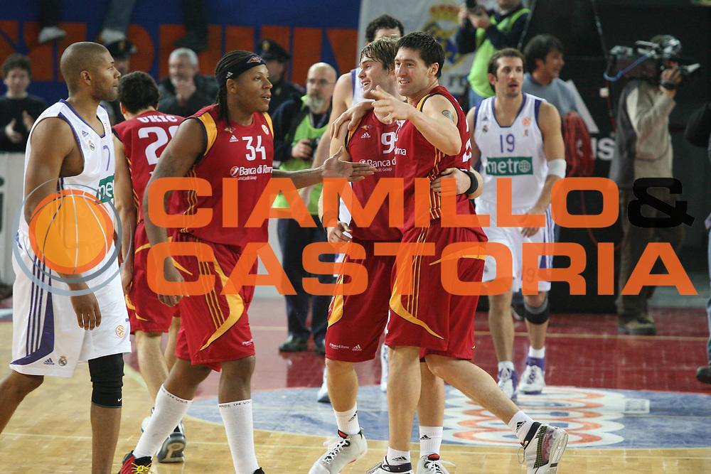 DESCRIZIONE : Roma Eurolega 2007-08 Lottomatica Virtus Roma Real Madrid <br /> GIOCATORE : Roberto Gabini Jon Stefansson <br /> SQUADRA : Lottomatica Virtus Roma <br /> EVENTO : Eurolega 2007-2008 <br /> GARA : Lottomatica Virtus Roma Real Madrid <br /> DATA : 20/12/2007 <br /> CATEGORIA : Esultanza<br /> SPORT : Pallacanestro <br /> AUTORE : Agenzia Ciamillo-Castoria/G.Ciamillo
