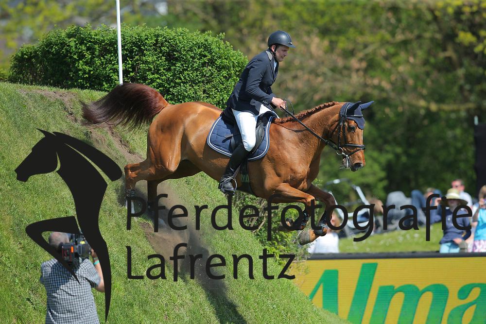 Hamburg - Hamburger Derby 2016<br /> Rathjen, Peter (GER) La-Emotion<br /> &copy; Stefan Lafrentz
