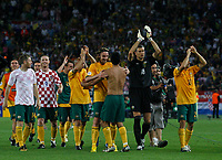 Photo: Glyn Thomas.<br />Croatia v Australia. Group F, FIFA World Cup 2006. 22/06/2006.<br /> Australia's team celebrates reaching the second round.
