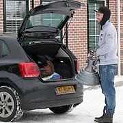 NLD/Hoorn/20120208 - Ben Saunders aan het verhuizen,