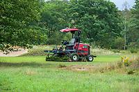HEELSUM / RENKUM -  De Enk , Robotmaaier op de Heelsumse GC. De Enk Groen & Golf werkt met gerobotiseerde green- en fairwaymaaiers voor het golfbaanonderhoud. Deze maaiers werken met  GPS en slimme besturingssoftware en kunnen onbemand maaien. COPYRIGHT KOEN SUYK