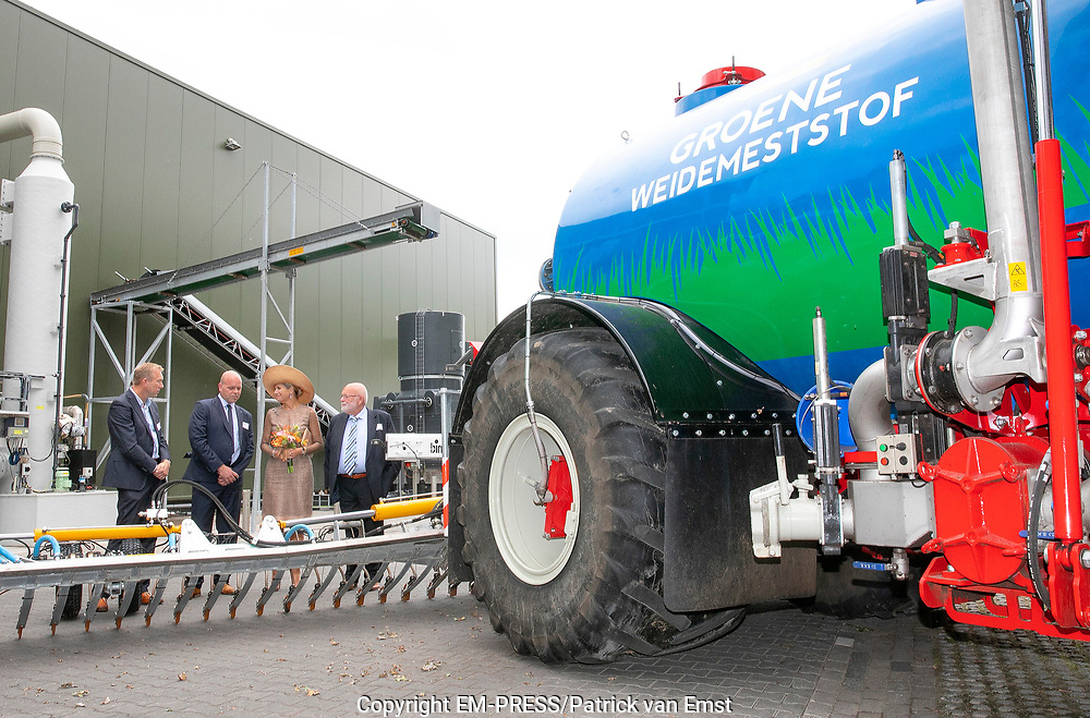 Koningin Maxima krijgt een rondleiding na de opening van de eerste Groene Mineralen Centrale in Beltrum in de Achterhoek. De centrale is een voorbeeld van kringlooplandbouw in de regio en is een initiatief van familiebedrijf Groot Zevert Vergisting<br /> <br /> Queen Maxima will be given a tour after the opening of the first Green Mineral Plant in Beltrum in the Achterhoek. The plant is an example of circular agriculture in the region and is an initiative of the family business Groot Zevert Vergisting