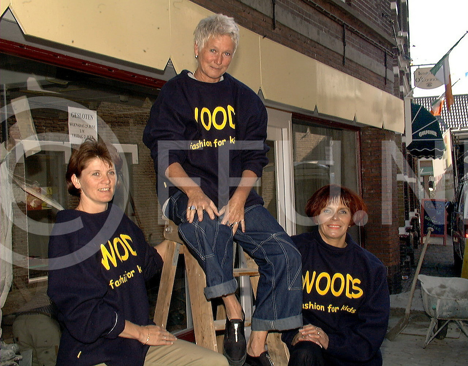 Fotografie Uijlenbroek©1999/Frank Brinkman.99-06-25 ommen ned.personeel ahoy modevlnr willy,joke en alie
