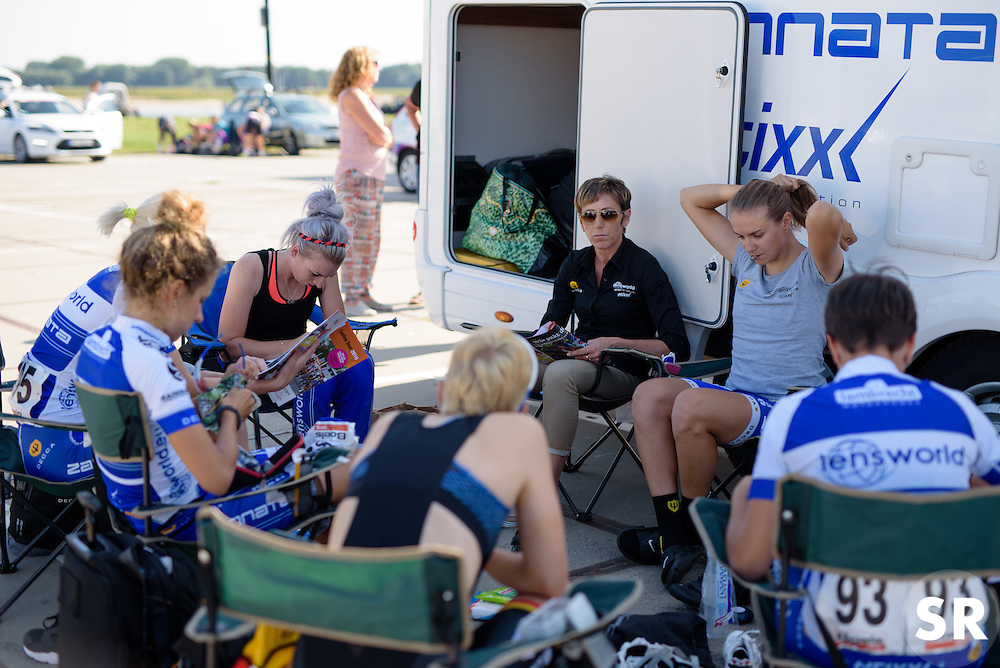Lensworld Zannata talk tactics in Tiel ahead of  the 103 km Stage 1 of the Boels Ladies Tour 2016 on 30th August 2016 in Tiel, Netherlands. (Photo by Sean Robinson/Velofocus).