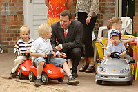 """13 JUL 2003, DAHLWITZ-HOPPEGARTEN/GERMANY:<br /> Gerhard Schroeder, SPD, Bundeskanzler, im Gespraech mit jungen Porsche-Fahrern die im Kindergarten untergebracht wurden, Galopprennen """"Grosser Porsche-Preis von Deutchland"""", Galopprennbahn Hoppegarten <br /> IMAGE: 20030713-01-010<br /> KEYWORDS: Gerhard Schröder, Kind, Kinder, Spielzeug, spiel, spielen, spielt"""