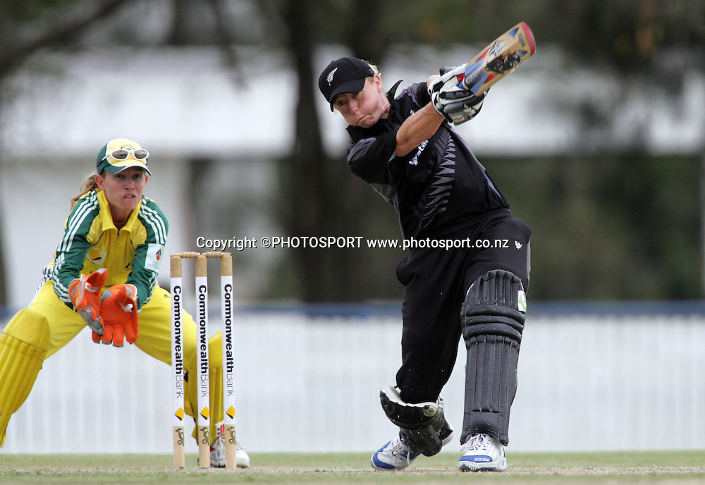 New Zealand's Haidee Tiffen on her way to a score of 31 during the fourth ODI Rose Bowl cricket match between the White Ferns and Australia at Allan Border Field, Brisbane, Australia, on Thursday 26 October 2006. Australia won the match by 85 runs with a total of 252. Photo: Renee McKay/PHOTOSPORT<br />