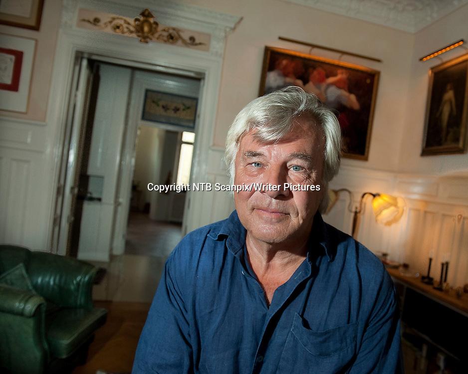 STOCKHOLM, SVERIGE 20110809.<br /> Forfatteren Jan Guillou i sitt hjem i Stockholm. Han forteller om sitt nye romanprojekt, Det store &Acirc;rhundredet, der den f&macr;rste delen, Brubyggerne, er ferdig.   <br /> <br /> Foto: Jonas Ekstr&circ;mer / SCANPIX<br /> <br /> NTB Scanpix/Writer Pictures<br /> <br /> WORLD RIGHTS, DIRECT SALES ONLY, NO AGENCY