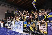 DESCRIZIONE : Final Six Coppa Italia A2 IG Cup RNB Rimini 2015 Finale FMC Ferentino - Tezenis Scaligera Verona<br /> GIOCATORE : Tifosi Tezenis Scaligera Verona<br /> CATEGORIA : Ritratto Esultanza Ultras Tifosi Spettatori Pubblico<br /> SQUADRA : Tezenis Scaligera Verona<br /> EVENTO : Final Six Coppa Italia A2 IG Cup RNB Rimini 2015<br /> GARA : FMC Ferentino - Tezenis Scaligera Verona<br /> DATA : 08/03/2015<br /> SPORT : Pallacanestro <br /> AUTORE : Agenzia Ciamillo-Castoria/L.Canu