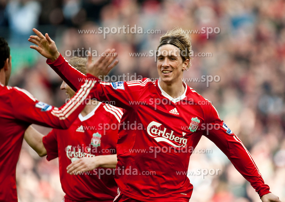 28.03.2010, Anfield, Liverpool, ENG, FA Premier League, Liverpool FC vs Sunderland FC, im Bild Liverpool's Fernando Torres celebrates scoring a spectacular opening goal with team-mate Maximiliano Ruben Maxi Rodriguez, against Sunderland during the Premiership match at Anfield. EXPA Pictures © 2010, PhotoCredit: EXPA/ Propaganda/ D. Rawcliffe / SPORTIDA PHOTO AGENCY