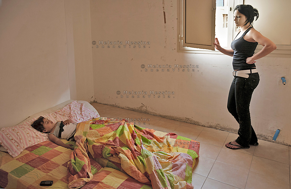 Palermo, a young woman with her child occupies an empty house in Zen neigborood.<br />