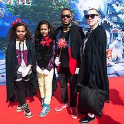 NLD/Amsterdam/20140413 - Inloop Filmpremiere Het Magische Huis , Howard Komproe met zijn gezin