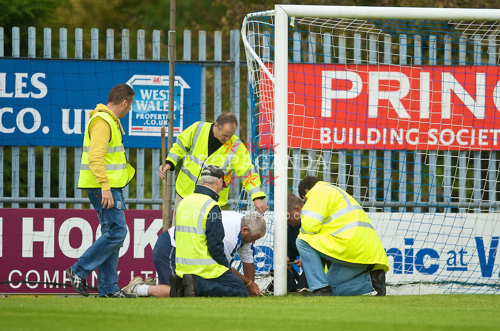 HAVERFORDWEST, WALES - Saturday, October 3, 2009: Wales groundstaff adjust the size of the goal at the request of the Russian team before the UEFA Under-17 Championship Qualifying Round Group 12 match at Bridge Meadow Stadium (Pic by David Rawcliffe/Propaganda)