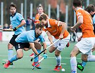WASSENAAR - Hoofdklasse hockey heren, HGC-Bloemendaal (0-5)  . Roel Bovendeert (Bldaal) in duel met  links Tristan Algera (HGC)      UNITED PHOTOS /  KOEN SUYK