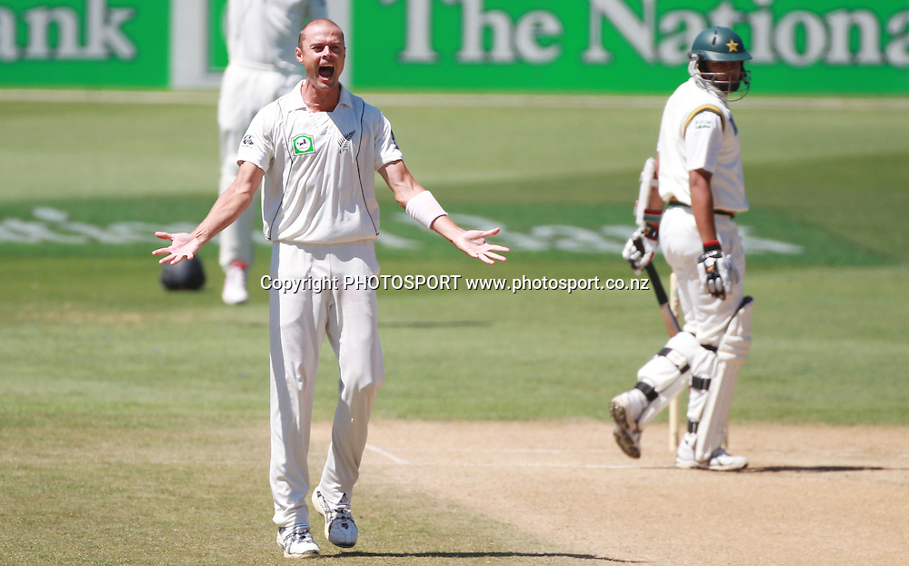 Chris Martin appeals successfully for a LBW decision to dismiss Azar Ali during play on Day 5 of the 2nd test match.  New Zealand Black Caps v Pakistan, Test Match Cricket. Basin Reserve, Wellington, New Zealand. Wednesday 19 January 2011. Photo: Andrew Cornaga/photosport.co.nz