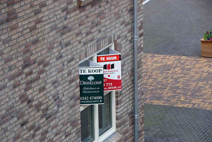 """Ermelo, 11 aug ,2010.Luxe woningmarkt in nieuw kasteel,""""groot Horloo"""". Verschillende  woningen staan nog leeg..(c)Renee Teunis."""