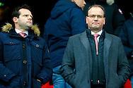 28-11-2015 VOETBAL:FC TWENTE-WILLEM II:ENSCHEDE<br /> FC Twente directeur Gerard van den Belt (l) met rvc Ton Heerts (r) <br /> <br /> Foto: Geert van Erven