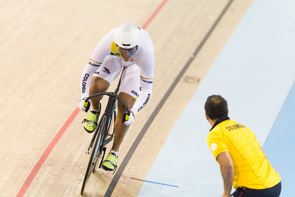 Fernando Gaviria Rendon of Colombia receives encouragement from his coach during the men's omnium individual pursuit on the fist day of track cycling at the 2015 Pan American Games in Toronto, Canada, July 16,  2015.  AFP PHOTO/GEOFF ROBINS