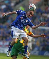 Photo: Pete Lorence.<br />Leicester City v Norwich City. Coca Cola Championship. 14/04/2007.<br />Iain Hume heads the ball.