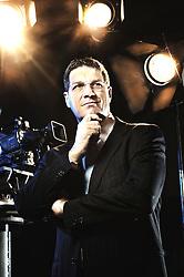 Jornalista formado pela PUC/RS em 1.991. Felipe Garcia Vieira sempre quis trabalhar em rádio. A estréia no rádio começou aos 13 anos, em 15 de janeiro de 1979, na Sobral de Butiá, como ouvinte. Tanto participou da programação que foi convidado para trabalhar na emissora, como repórter esportivo. Em 1.990 depois de passar pela Rádio Charqueadas FM, desembarcou na Rádio Gaúcha. Na RBS trabalhou ainda na 102 FM, TVCom e RBS TV. Em 1.999 se transferiu para o Grupo Bandeirantes de Comunicação, onde atua até hoje. FOTO: Jefferson Bernardes/Preview.com