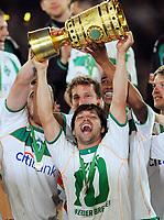 DFB-Pokalsieger Werder Bremen 2009, Diego mit Pokal<br /> DFB-Pokal Finale Bayer 04 Leverkusen - Werder Bremen 0:1<br /> <br /> Norway only
