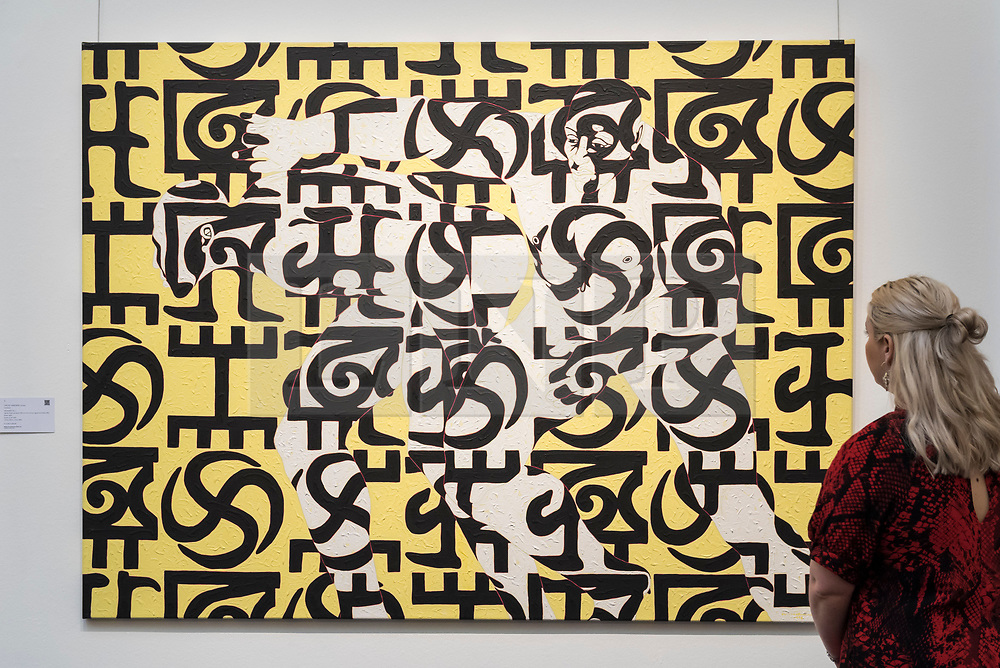 """© Licensed to London News Pictures. 29/03/2019. LONDON, UK. A staff member views """"Movement No. 1"""", 1995, by Owusu-Ankomah (Est. GBP 15,000-20,000).  Preview of Sotheby's upcoming Modern and Contemporary African Art sale.  Works from artists across the African diaspora will be offered for sale on 2 April.  Photo credit: Stephen Chung/LNP"""