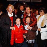 Russisch Kerstcircus 2003, Ria Hoogenwegen - Lubbers, kleinkinderen Willemijn + Emily en dochter Heleen, Sylvia Toth