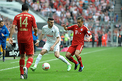 27.04.2013, Allianz Arena, Muenchen, GER, 1. FBL, FC Bayern Muenchen vs SC Freiburg, 31. Runde, im Bild Daniel CALIGIURI (SC Freiburg), links Claudio PIZARRO (FC Bayern Muenchen), rechts RAFINHA (FC Bayern Muenchen) // during the German Bundesliga 31th round match between FC Bayern Munich and SC Freiburg at the Allianz Arena, Munich, Germany on 2013/04/27. EXPA Pictures © 2013, PhotoCredit: EXPA/ Eibner/ Wolfgang Stuetzle..***** ATTENTION - OUT OF GER *****