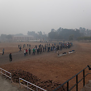 Les élèves de Bhiwani Boxing Club, à 6h30 du matin dans le stade de Bhiwani pour l'entraînement athlétique. Le coach Ms. Singh alterne les jours dans la gym et au stade.