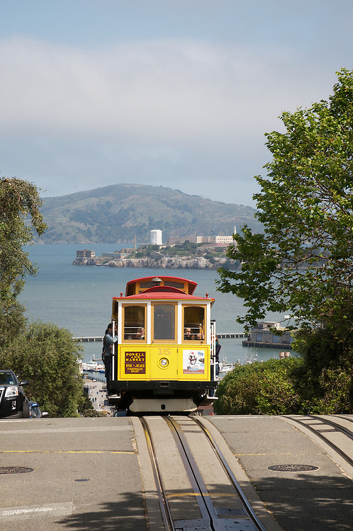 Cable Car 15 Inbound on the Powell & Hyde Line | May 2012