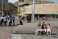 Britanniques d'origine européenne et d'origine pakistanaise se cotoient dans le centre de Bradford.