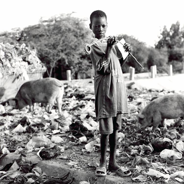 Children searching for food in a trash dump. Mopti, Mali, November 2007.
