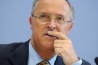 15 MAY 2003, BERLIN/GERMANY:<br /> Hans Eichel, SPD, Bundesfinanzminister, waehrend der Pressekonferenz zur Steuerschaetzung, Bundespressekonferenz<br /> IMAGE: 20030515-01-026<br /> KEYWORDS: Steuerschätzung, BPK