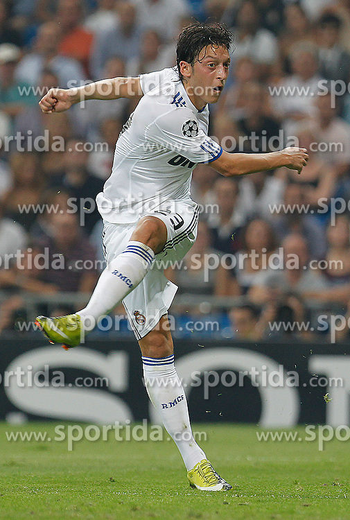 15.09.2010, estadio Santiago Bernabeu, Madrid, ESP, UEFA Champions League, Real Madrid vs Ajax Amsterdam, im Bild Mesut Özil. EXPA Pictures © 2010, PhotoCredit: EXPA/ Alterphotos/ Cesar Cebolla +++++ ATTENTION - OUT OF SPAIN / ESP +++++ / SPORTIDA PHOTO AGENCY