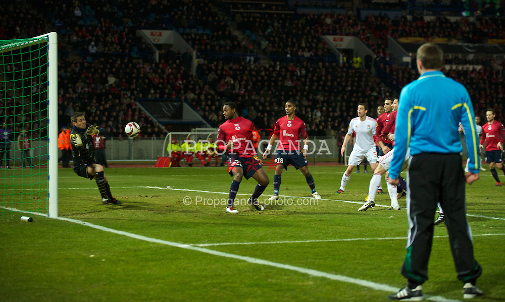 LILLE, FRANCE - Thursday, March 11, 2010: Liverpool's Fernando Torres (hidden) is denied by LOSC Lille Metropole's goalkeeper Mickael Landreau during the UEFA Europa League Round of 16 1st Leg match at the Stadium Lille-Metropole. (Photo by David Rawcliffe/Propaganda)