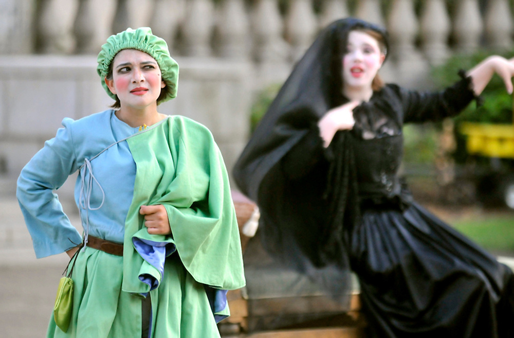 "Bard in the Quad production of ""Twelfth Night"" in August 2009. (photo by Casey Campbell)"