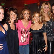 NLD/Amsterdam/20070324 - Modeshow Danie Bles 2007,  Fabienne de Vries, Leontien Borsato - Ruiters, Danie Bles, Sylvie van der Vaart - Meis, Estelle Gullit - Cruyff en Winston Gerstanowitz
