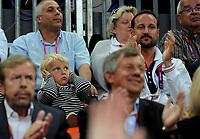 Håndball<br /> 11. August 2012<br /> Olympiske Leker , London<br /> Finale <br /> Norge - Montenegro<br /> Kronprins Haakon Magnus følger med fra tribunen under finalen mens Sverre Magnus syns det er litt for mye bråk<br /> Foto : Astrid M. Nordhaug