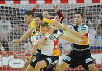Handball EM Herren 2010 Vorrunde Deutschland - Schweden 22.01.2010 Robert Arrenius und Tobias Karlsson (beide SWE vlnrn) gegen die Deutschen Lars Kaufmann und Christoph Theuerkauf (rechts beide GER)