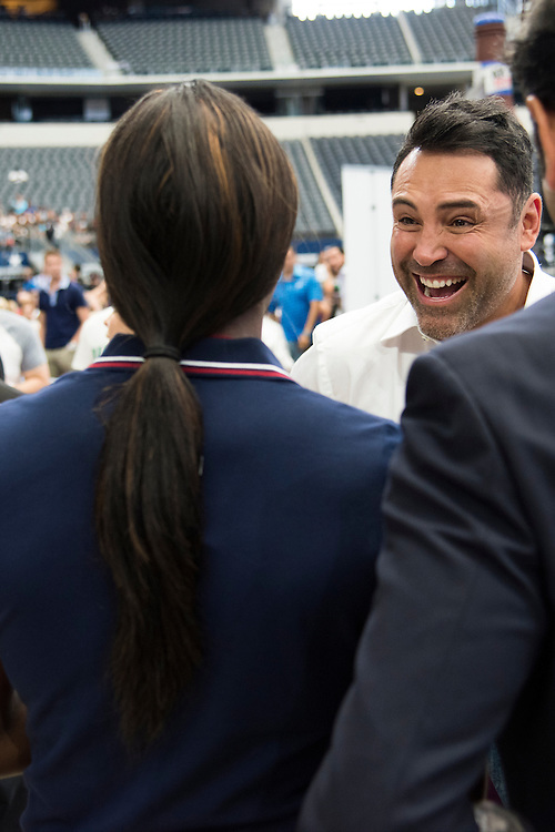 Oscar De La Hoya visits with two time Olympic boxing gold medalist Clarissa Shields at AT&T Stadium in Arlington, Texas before the weigh-ins on September 16, 2016.  (Cooper Neill for ESPN)