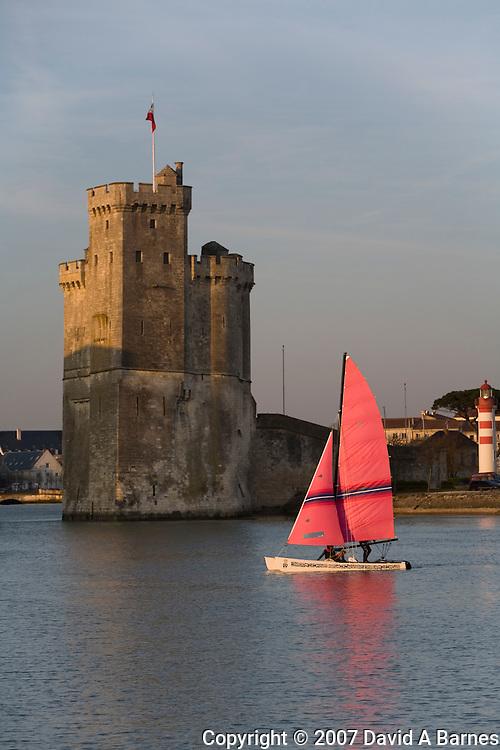 Tour Saint Nicolas, Vieux Port, La Rochelle, Charante Maritime, Poitou-Charantes, France