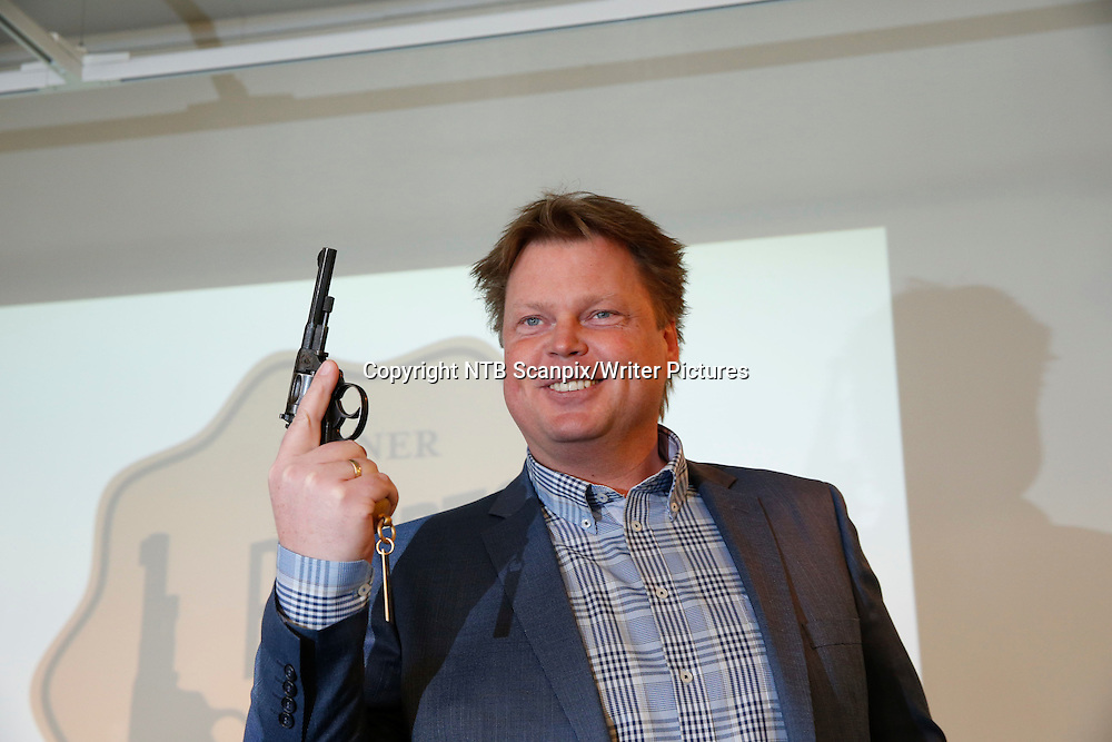 Oslo  20130312.<br /> Forfatteren J&macr;rn Lier Horst fikk Rivertonprisen 2013 for krimboken &quot;Jakthundene&quot;. Prisen ble utdelt I Oslo tirsdag.<br /> Foto: Terje Bendiksby / NTB scanpix<br /> <br /> NTB Scanpix/Writer Pictures<br /> <br /> WORLD RIGHTS, DIRECT SALES ONLY, NO AGENCY