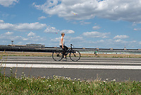Sunday on Tempelhof's runways, Berlin, Germany. / Dimanche sur les pistes de Tempelhof, Berlin. / Sonntag auf den Pisten von Tempelhof, Berlin.