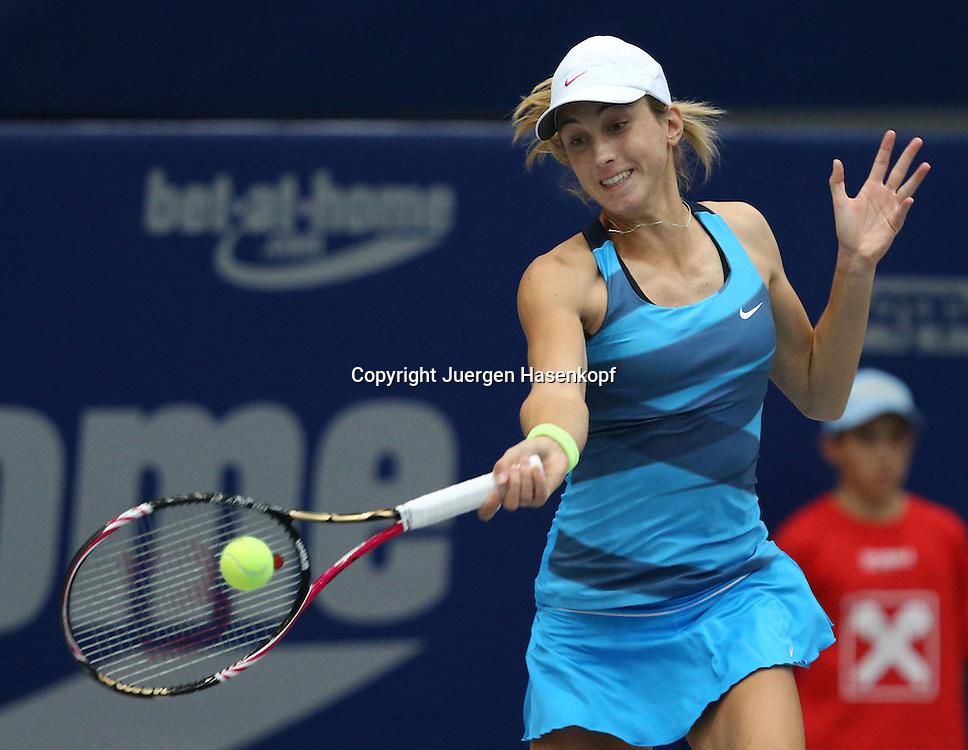 Generali Ladies Linz  2012,WTA Tour, Damen.Hallen Tennis Turnier in Linz, Oesterreich,.Petra Martic (CRO),Aktion, Einzelbild,Halbkoerper,Querformat,