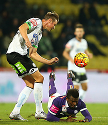02.12.2015, Generali Arena, Wien, AUT, 1. FBL, FK Austria Wien vs SK Puntigamer Sturm Graz, 18. Runde, im Bild Roman Kienast (SK Puntigamer Sturm Graz) und Olarenwaju Ayobami Kayode (FK Austria Wien) // during Austrian Football Bundesliga Match, 18th Round, between FK Austria Vienna and SK Puntigamer Sturm Graz at the Generali Arena, Vienna, Austria on 2015/12/02. EXPA Pictures © 2015, PhotoCredit: EXPA/ Thomas Haumer