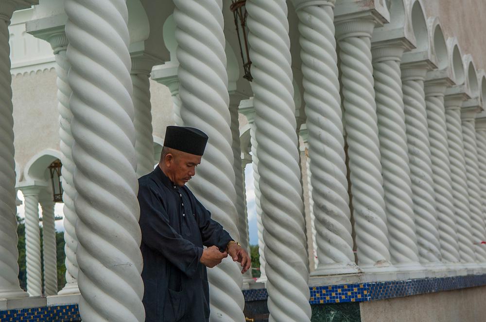 Friday prayers, <br /> Omar Ali Saifuddien Mosque, Bandar Seri Begawan, Brunei.