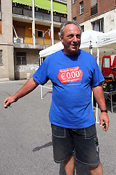 EXTRACOMUNITARI PIAZZA CASTELLINA